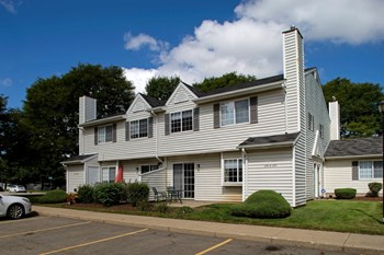 1207 Hunter's Lake Dr W 3 Beds Apartment for Rent Photo Gallery 1