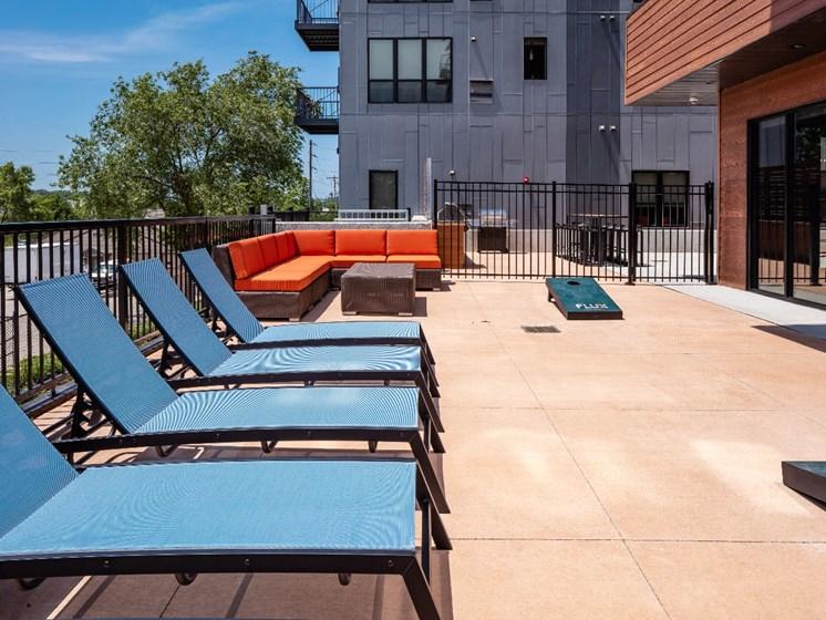 Courtyard Hot Tub Flux Apartments Des Moines IA