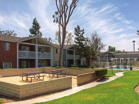 Exterior Buildings Bench Seating l Rancho Vista Apartments for rent in Ontario, CA