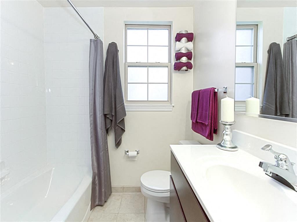 Fairway-Park-Apartments-Bathroom