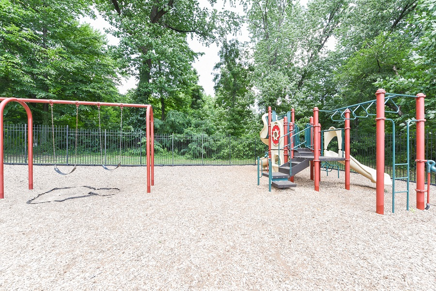 Shipley-Park-Apartments-Playground