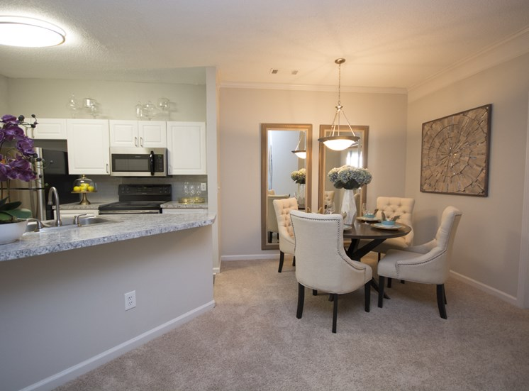 Defined Dining Space at Thornblade Park, Greer