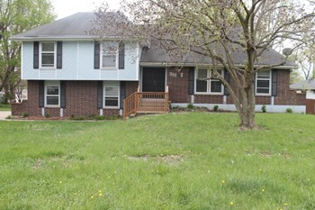 317 Ne Woods Chapel Rd 4 Beds House for Rent Photo Gallery 1