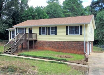 4890 Alcan Rd 3 Beds House for Rent Photo Gallery 1