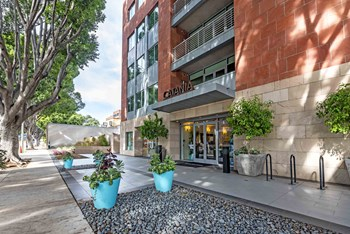 277 W GREEN ST 2-3 Beds Apartment for Rent Photo Gallery 1