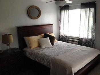 2727 Hampton Ave Studio Apartment for Rent Photo Gallery 1