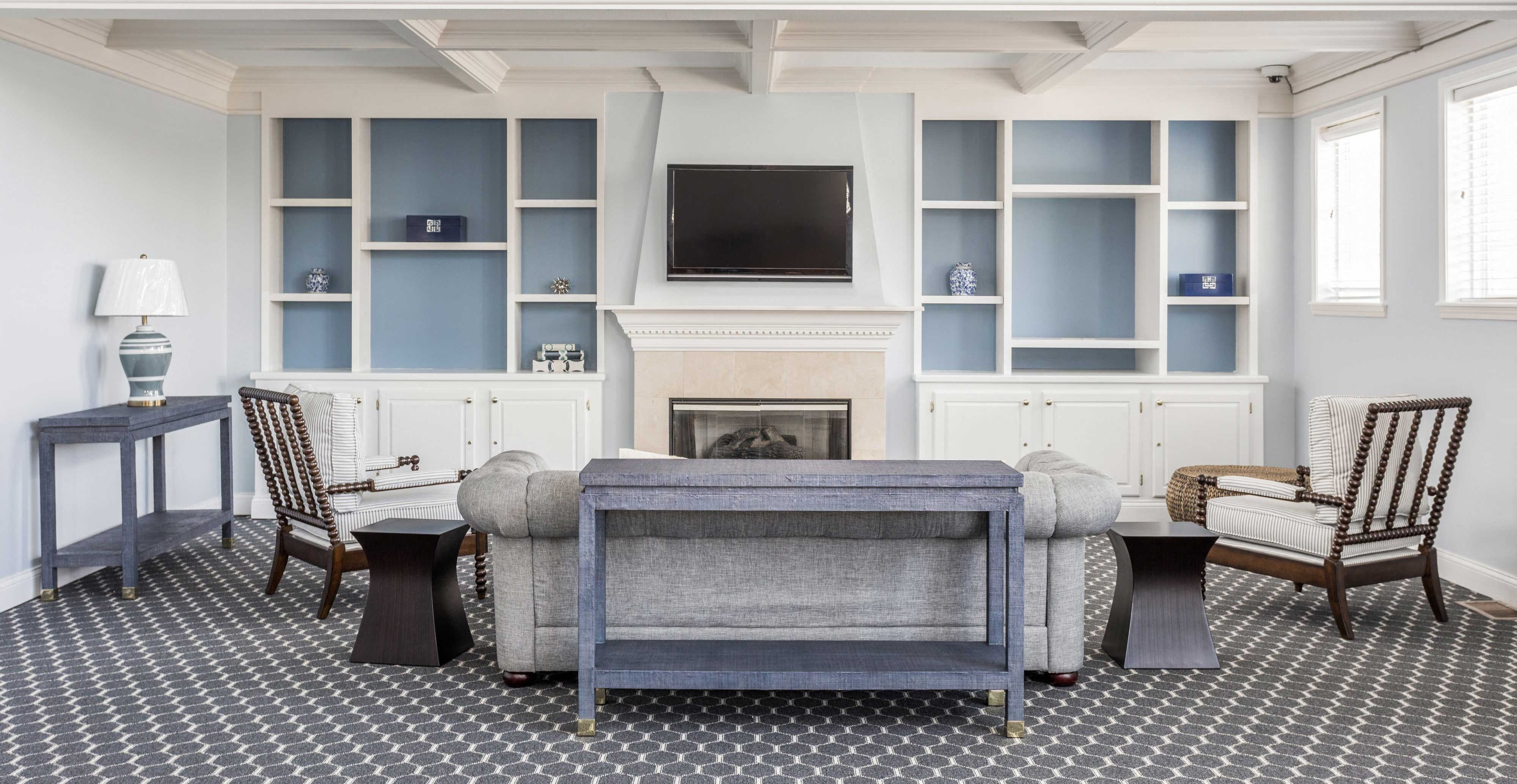 Clubhouse Sitting Room with TV - Riverchase Apartments