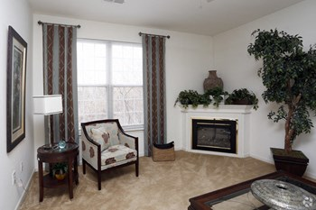 2730 Riverchase Dr. 1-2 Beds Apartment for Rent Photo Gallery 1