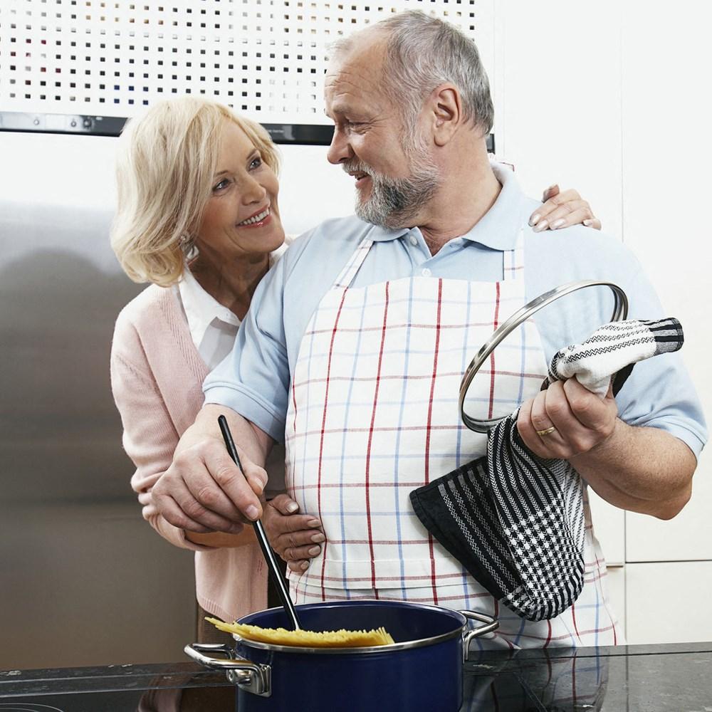 seniors, cooking
