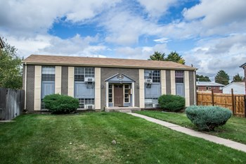 2377 S Locust St 2 Beds Apartment for Rent Photo Gallery 1