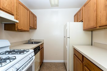5521 Marlboro Pike 1-3 Beds Apartment for Rent Photo Gallery 1