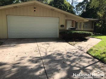 425 N Kenneth Ct 4 Beds House for Rent Photo Gallery 1