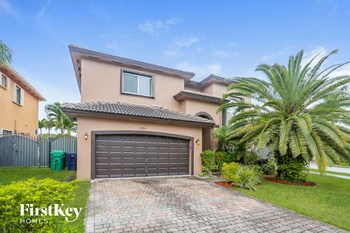 5284 SW 165 Court 5 Beds House for Rent Photo Gallery 1