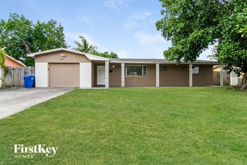 6711 SW 12 Street 3 Beds House for Rent Photo Gallery 1