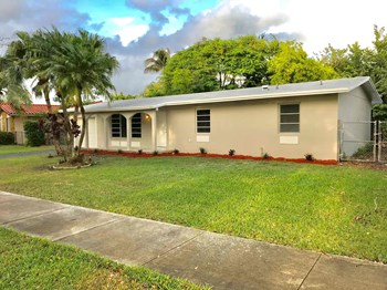 7911 SW 132 Avenue 3 Beds House for Rent Photo Gallery 1