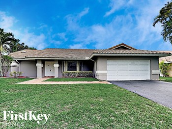 9130 NW 49 Pl 4 Beds House for Rent Photo Gallery 1