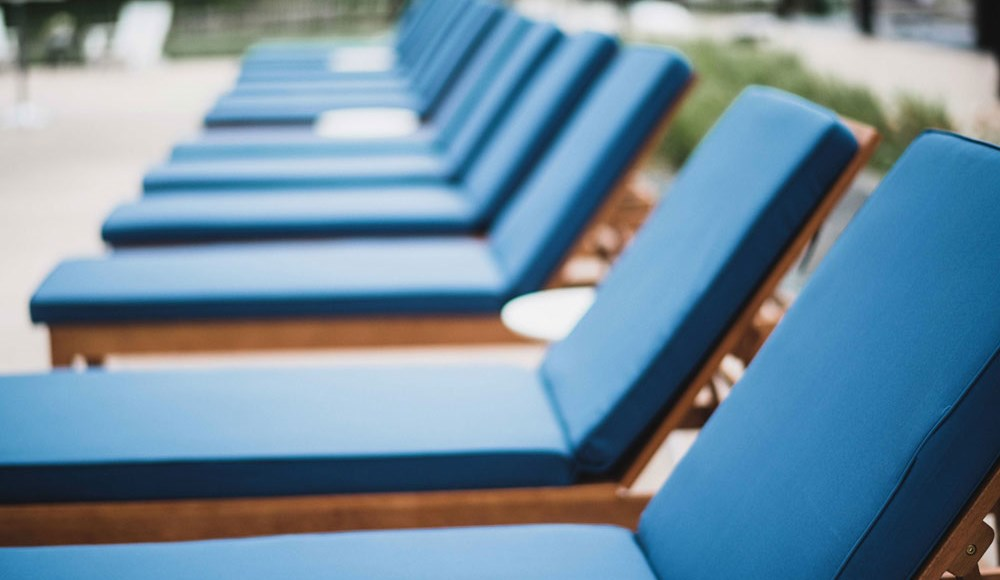 The Loden Apartments Lifestyle - Sun Lounge Chairs