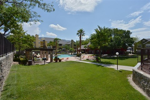 Lush and maintained grounds at Ryan's Crossing Apartement, Texas, 79912