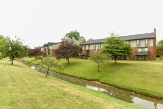 Fox_Hill_Glens_Apartments_in_Grand_Blanc, MI