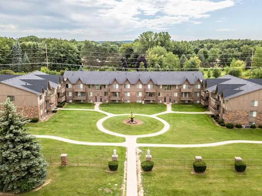 Fountain Pointe Townhomes & Apartments in Grand Blanc MI