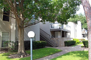 9707 Richmond Ave #49 1 Bed Apartment for Rent Photo Gallery 1