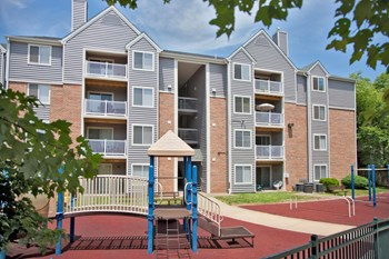 1400 Eisenhower Circle 2-3 Beds Apartment for Rent Photo Gallery 1
