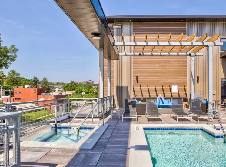 Rooftop Skydeck Pool Hot Tub at Soll Apartments Des Moines IA