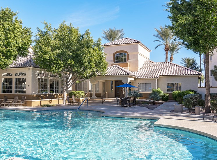 Sonterra Apartments at Paradise Valley - Poolside sundeck