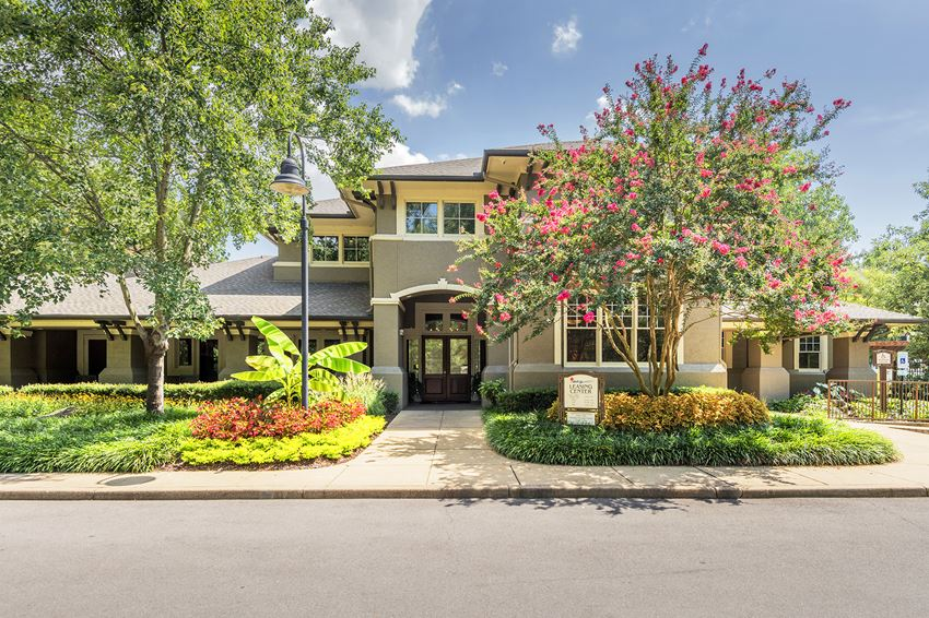 The Estates at River Pointe - Leasing office entrance