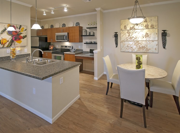 The Fairways at Corbin Park dining nook in an apartment