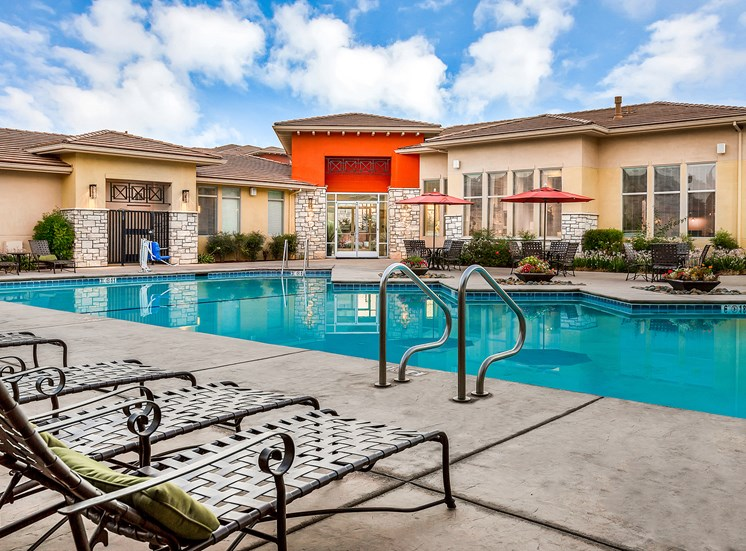 Quinn Crossing Apartments resort-style pool