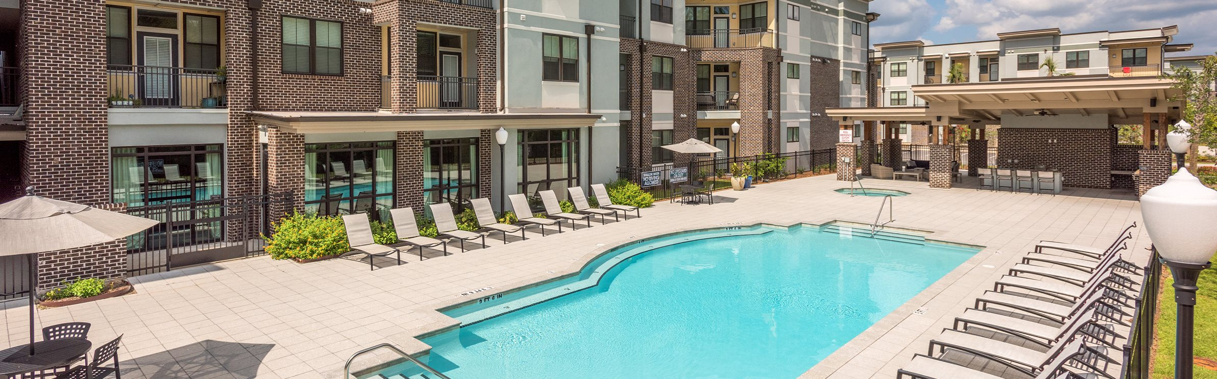 Centre Pointe Apartments pool area
