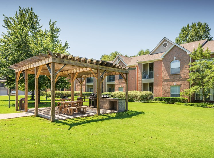 The Vineyards - Grilling stations and outdoor covered picnic area