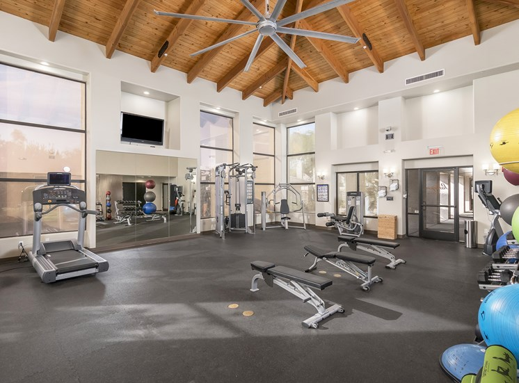 The Paragon at Kierland Apartments fitness center