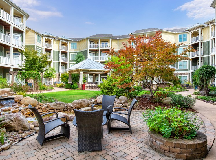 Parc at Grandview Apartments outdoor lounge area