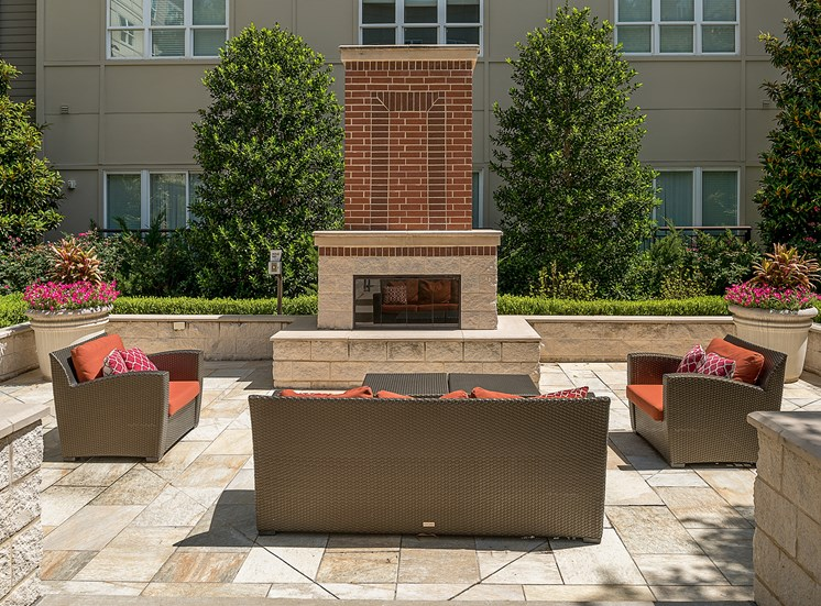 Cityplace Heights - Fire pit with seating