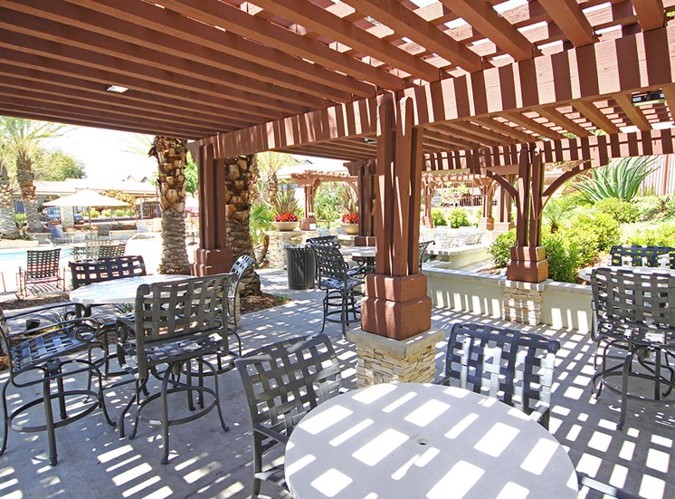 Picnic area with gas BBQ grills at Hills of Valencia apartments