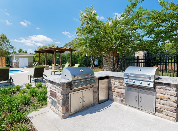 Glenbrook Apartments charcoal grills and picnic areas throughout