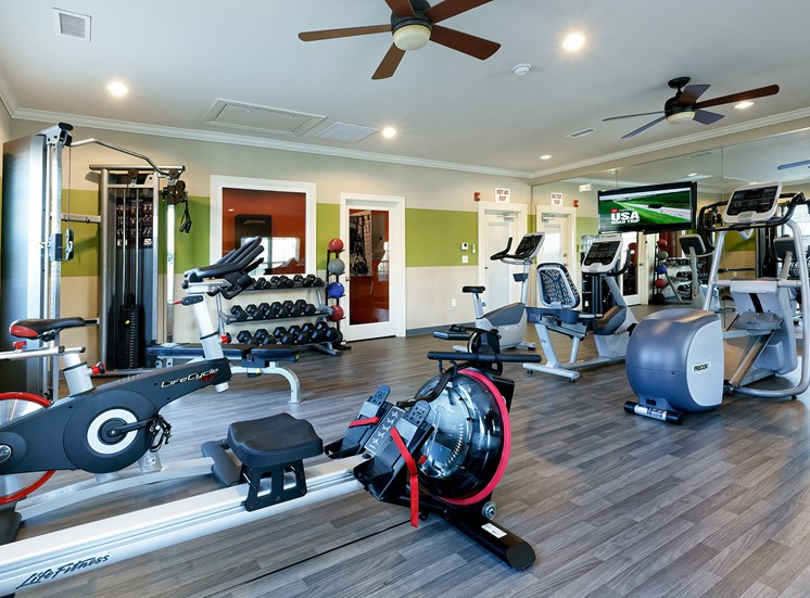 Glenbrook Apartments 24/7 fitness center with state-of-the-art equipment