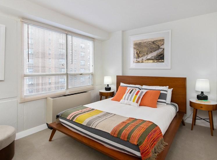 KC Modern - Bedroom with carpet
