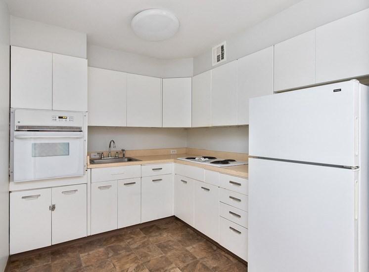 KC Modern - Standard kitchens with white appliances