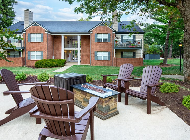 Littlestone of Village Green Apartments - Fire pit lounge