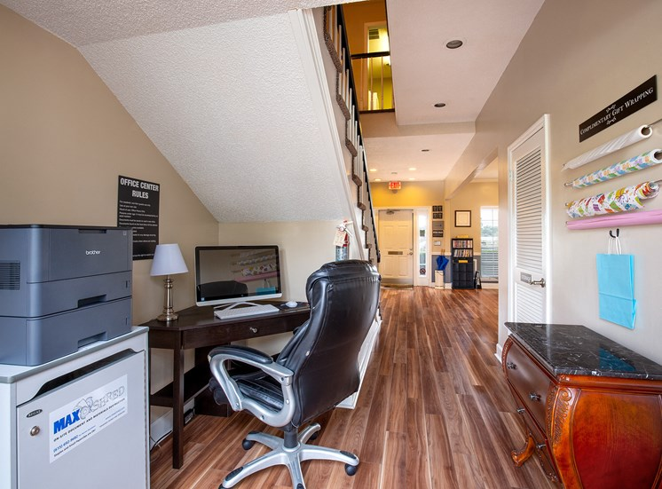 Littlestone of Village Green Apartments - Business center and gift-wrapping center