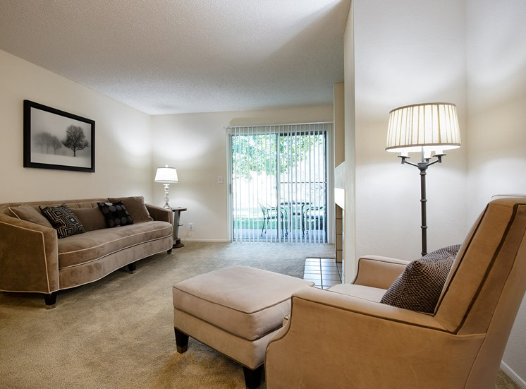 Oakwell Farms Apartments - Living room interior