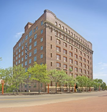 900 Farnam St 1-2 Beds Apartment for Rent Photo Gallery 1