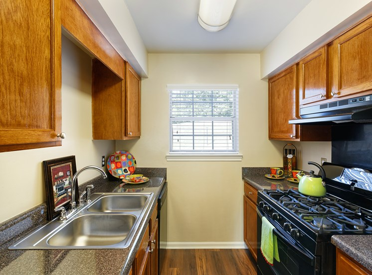 Brentwood Oaks Apartments solid oak cabinets