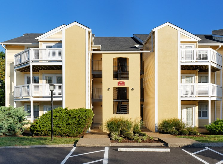 Brentwood Oaks Apartments - Building exterior
