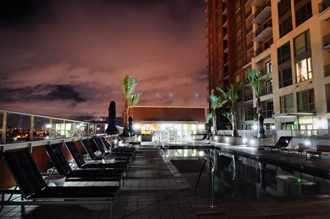 Luxury Apartments in Downtown San Jose - Centerra Rooftop Lounge