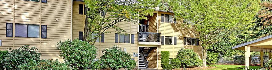 Beautifully Landscaped Grounds at Copper Ridge Apartments, Renton, WA