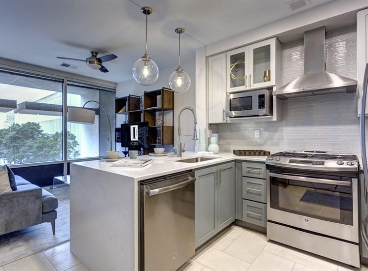 Norfolk VA luxury apartments kitchen